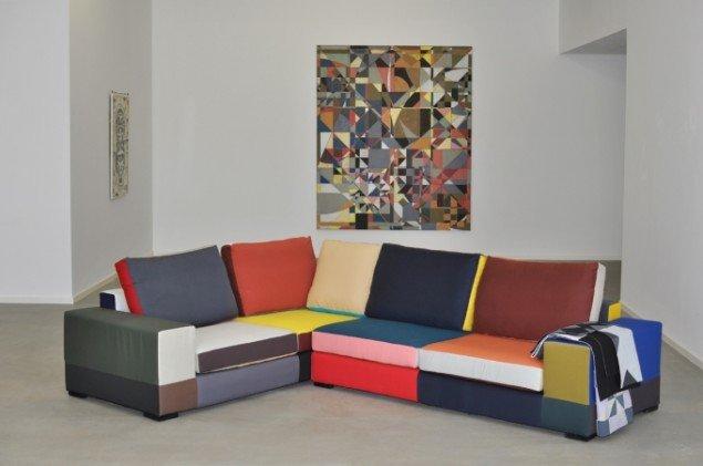 Hos Mette Winckelmann bliver patchworket et symbol for et møde: Magic circle(sofaen) og Devils puzzle, 2011.