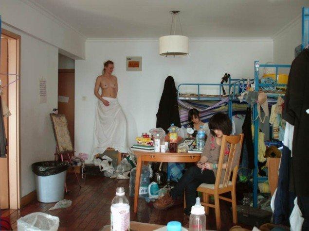 Nanna Lysholt-Hansen: Videostill fra serien 'Temporary Sculptures'. Pressefoto.