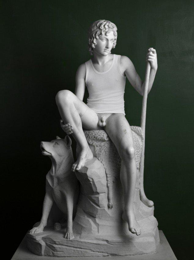 Elmgreen & Dragset: Shepherd boy (Tanktop), 2009. Foto: Galleri Nicolai Wallner.