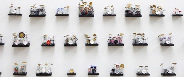 Rose Eken: 100 Drum Kits. Foto: Torben Eskerod/Kunsthallen Brandts.