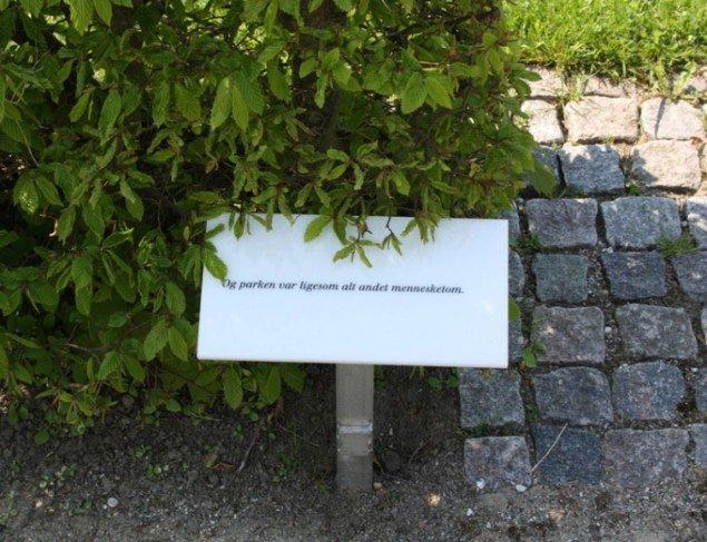 Havescener, Nanna Debois Buhl, 2013. Et af de poetiske skilte. (Foto: Jan Søndergaard)