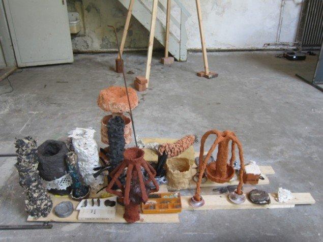 Morten Modin Opstilling med forskellige materialer, 2012. Foto: Ole Akhøj