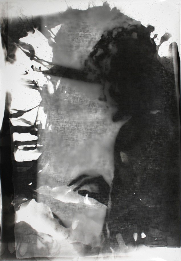 Matt Saunders: Magdalena (at the Window) #1, 2013. Sølv gelatine tryk på fiberbaseret papir, 167 x 110 cm. På Slow Fading Hand, Martin Asbæk Gallery 2014. Foto: Matt Saunders