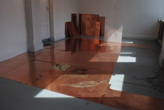 Installationsview, Udenfor Her, Johanne Sigvardsen og Sophia M. Seitz Rasmussen. (Pressefoto)