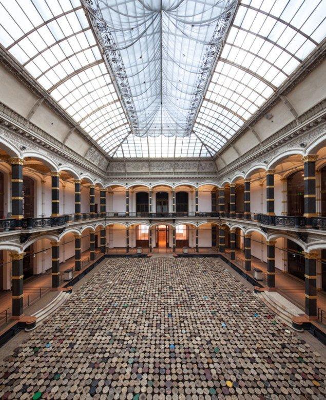 Ai Weiwei: Taburetter, 2013.