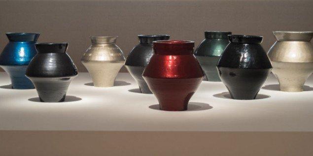 Ai Weiwei: Han dynasty vaser lakeret med autolak, 2013. (Pressefoto)