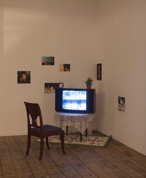 Jeannette Ehlers: Double Me Video, 2003. Udstillingsview fra Possession. Art, Power and Black Womanhood, New Shelter Plan. Foto: Johan Rosenmunthe