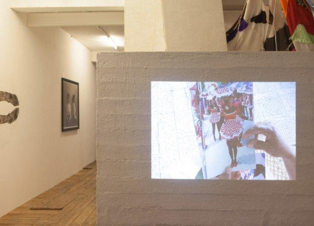 Liliana Angulo Cortés: Negritas Puloy, 2013. Video, 9.07min, Barranquilla - Chicago. Installationsview fra Possession. Art, Power and Black Womanhood, New Shelter Plan. Foto: Johan Rosenmunthe