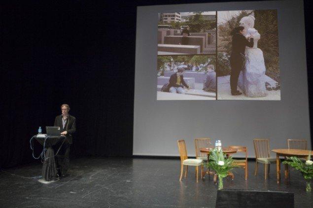Professor i arkitektur og design Quentin Stevens fremlægger sin undersøgelse af individets adfærd og oplevelse af byrummet. Foto: Barbara Katzin