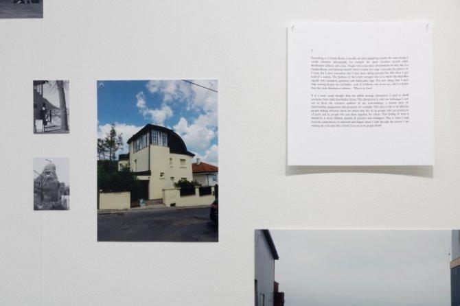 Ann Cotten: Florida-rooms, 2010-2015, 7 tekster og 23 fotografier, varierende størrelser, C-print og sort/hvid print. Foto: Galleri Image