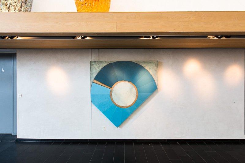 An Hour of Sunshine, 2015. 150 x 150 cm, akrylmaling, pastelblyant, grafit og lak på lærred. Installationsview, I Make Science, Vandrehallen, 2016. Foto: Thomas Nørgaard Elvius