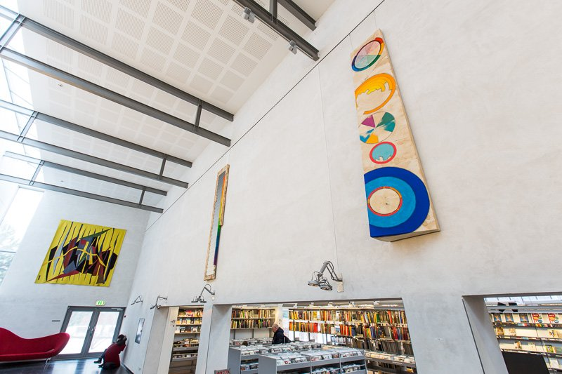 Third Rock From My Son, 2016. 290 x 50 cm, akrylmaling, pastelblyant, akvarel, kaffe og lak på lærred. Installationsview, I Make Science, Vandrehallen, 2016. Foto: Thomas Nørgaard Elvius
