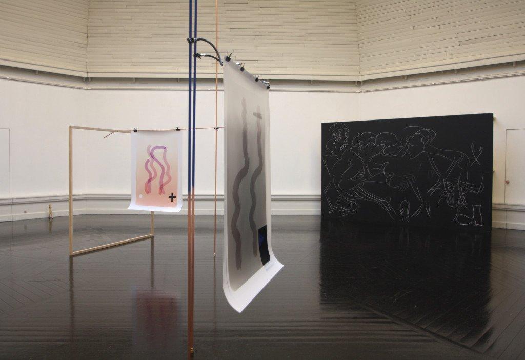 Marianne Vierø har til udstillingen sammenstillet en række værker under titlen Glyph, 2016. Her undersøges digitaliserede penselstrøg, der minder om et menneskeligt udtryk. Foto: Anne Thomasen
