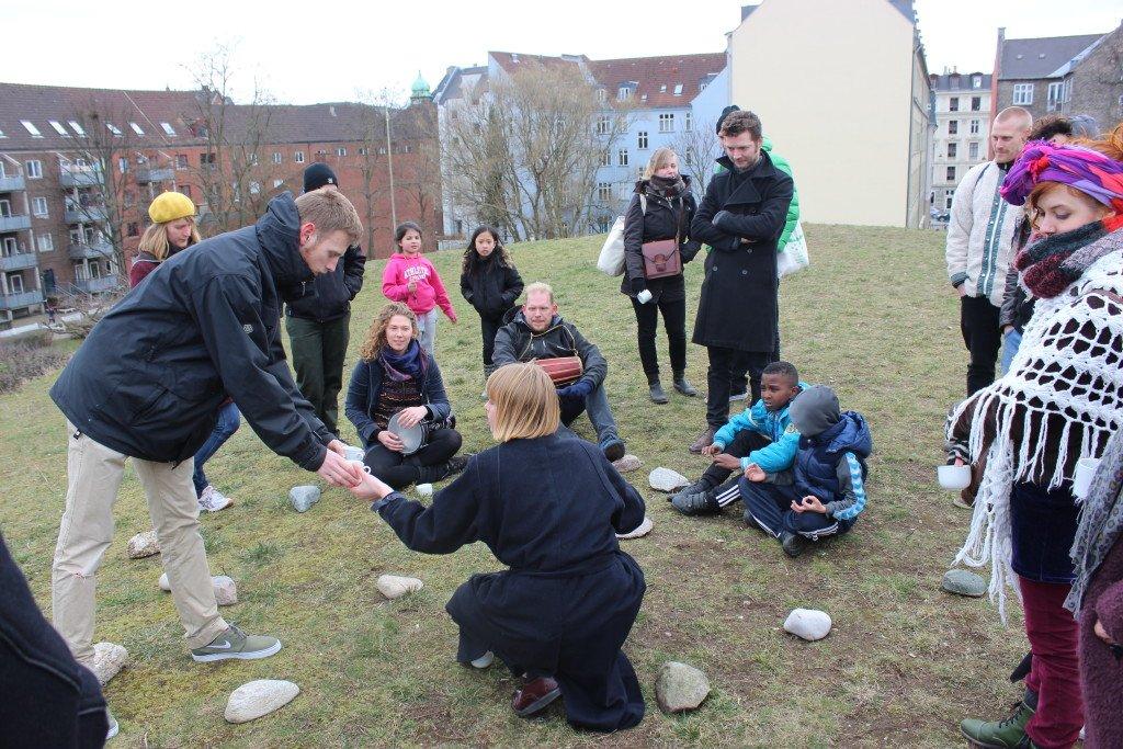 Mountain Moving Day: København, 2015. PVC Projektrum VERA. I samarbejde med musikerne Nora Fuchs, Ingibjörg Skúladóttir, Line Pilegaard og Martin Pilegaard. Foto: Signe Rom