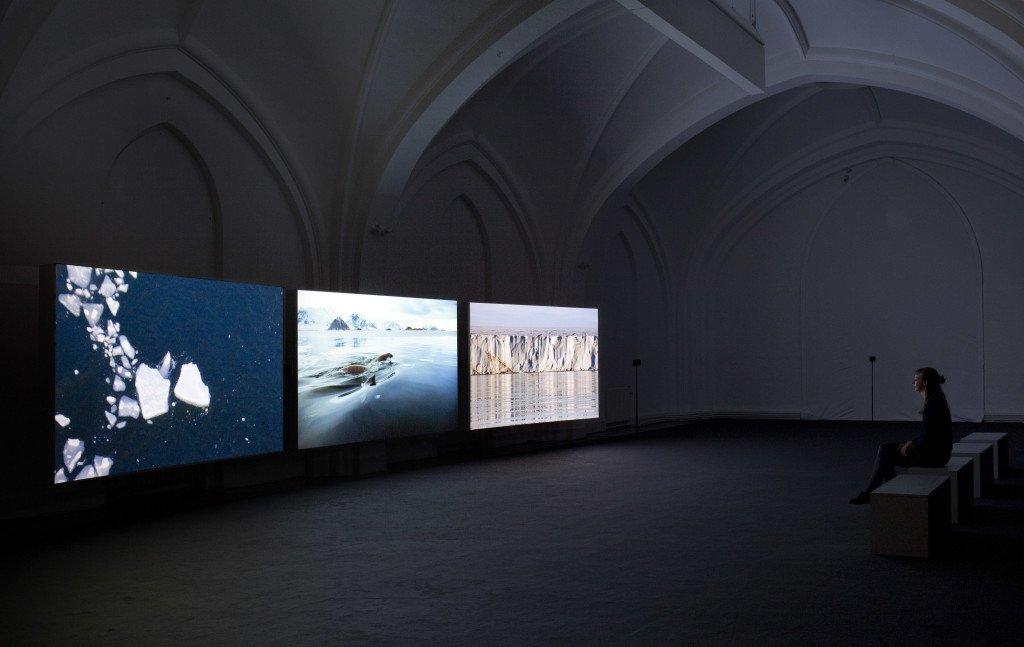 Installationsview fra John Akomfrahs værk Verigo Sea i kunsthallens øvre galleri. Foto: FOKUS 2016