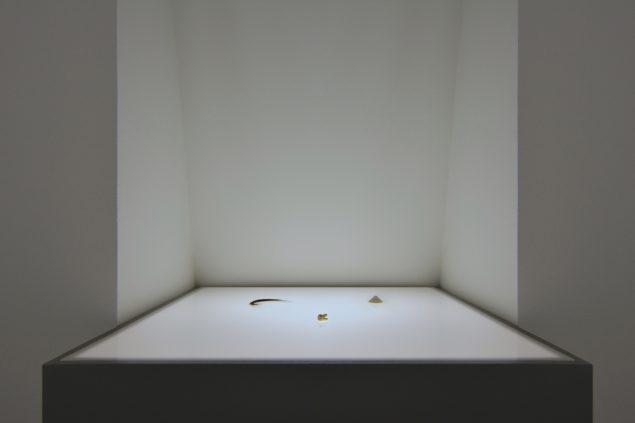Artifacts (Reminiscences of a Deceased Friend), 2016. Beskueren mindes om sin egen og andres forgængelighed gennem kroppens materialer. Foto: Michael Würtz Overbeck