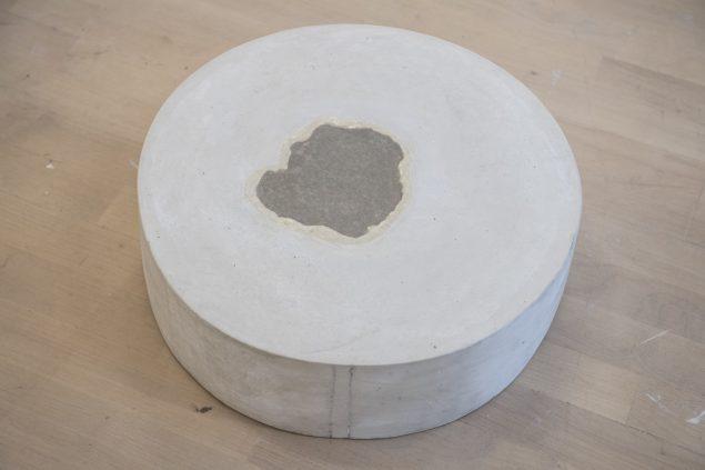 FS 4, 1975 (hydrostone, japanpapir, 15 x 48,5 cm). Tilhører Esbjerg Kunstmuseum. Foto: Esbjerg Kunstmuseum/Torben E. Meyer