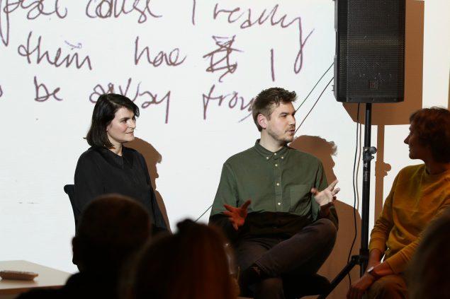 Bikubenfondens kunstsalon Vision: Distract me not. Fra venstre Gry Worre Hallberg, Frederik Kulager og Hannah Toticki Anbert. Foto: Luna Stage.