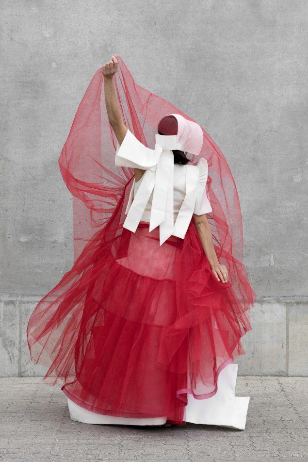 Lilibeth Cuenca Rasmussen: Dragedukke fra udstillingen Hybridization på Charlotte Fogh Gallery.